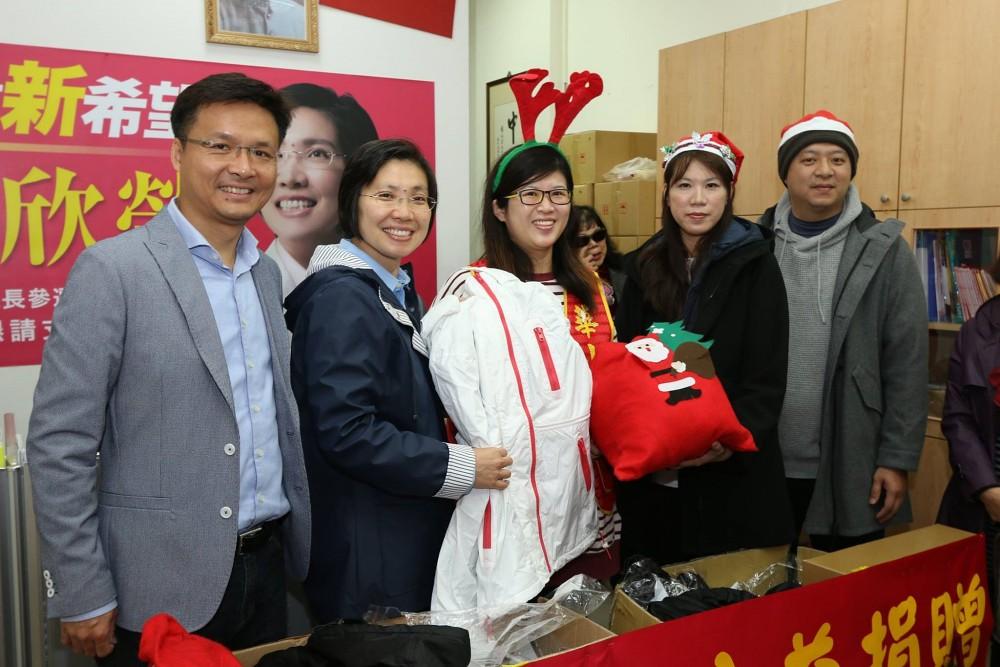 徐欣瑩聖誕送暖 AVILAS女裝公益捐贈