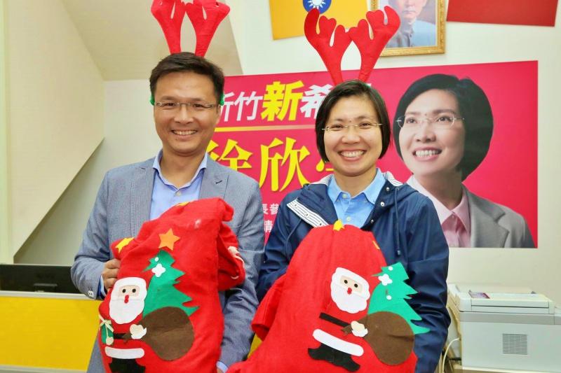 徐欣瑩與吳旭智結合社會資源捐冬衣